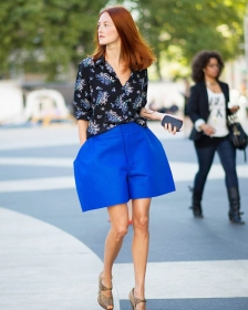 taylor_tomasi_hill_blue_street_style_comme_des_garcon_shorts_vavavoom_fashion_inspiration_blog_01
