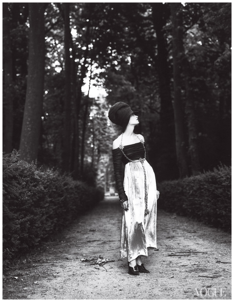 kristen-mcmenamy-photographed-by-steven-meisel-vogue-1992