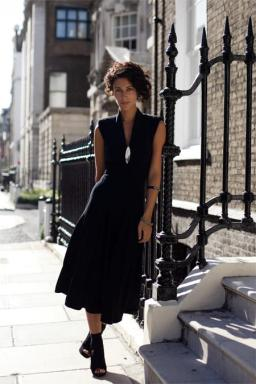 Yasmin_Sewell_black_dress_and_wedges